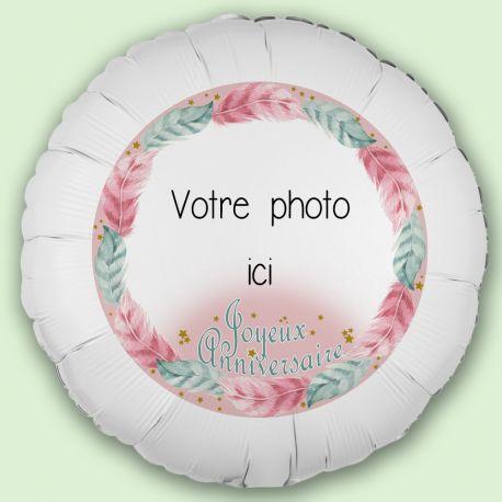 Créez la surprise avec ce ballon décor Plumeà personnaliseravec vos photos et messages personnels. Idéal pour la deco de vos fêtes et...