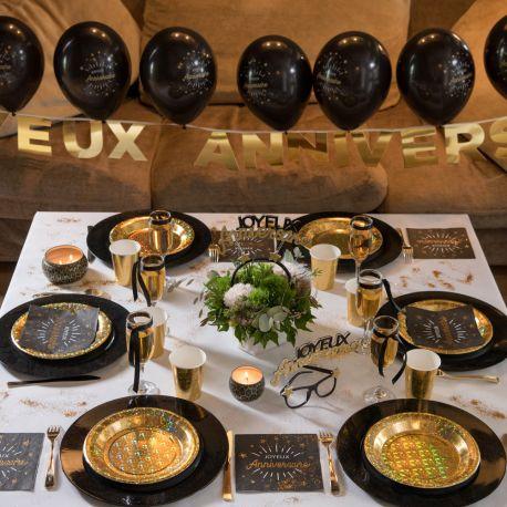 Banderole en carton métllisé or Joyeux AnniversaireParfait pour la deco de votre fête d'anniversaire.Dimensions :13 x 13cm x 250cm...