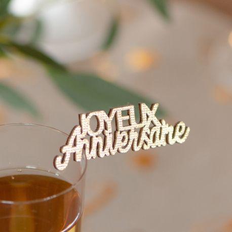 10 Confettis en bois Joyeux Anniversaire métallisésor pour agrémenter une décoration de table de fête d'anniversaire Dimensions : 9 x 4cm