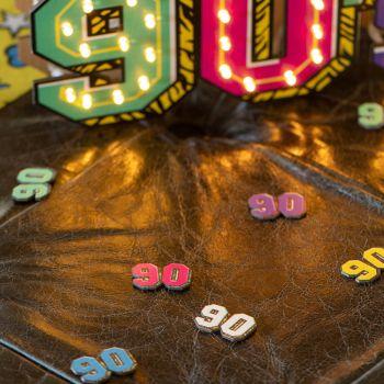 12 confettis 90's en bois