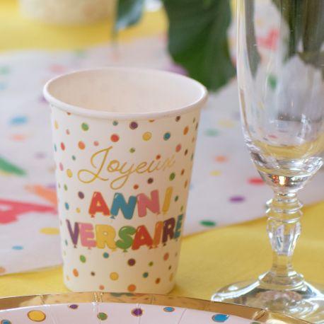 10 gobelets en carton multicolore et or Joyeux Anniversaire pour une belle table de fête!Dimensions: Ø 7.8 x 9.7 cm / 27cl