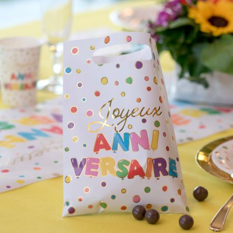 10 sachets en papier multicolore et or Joyeux Anniversaire pour une belle table de fête!Dimensions: 16.5 x 23 cm