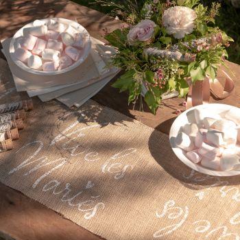 Chemin de table Vives les mariés jute