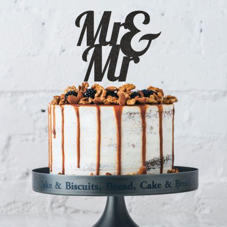 Décor Mr & Mr noir pailleté à piquer sur votre gâteau d'anniversaireDimensions: 19.1 x 26.4cm