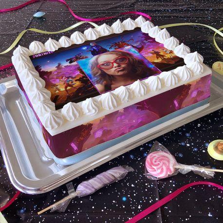 Kit décor en sucre Easycake Fortnite pour réaliser un gâteau rectangle en 1 clin d'oeil !Prévu pour un gâteau rectangle de 20 x 30...