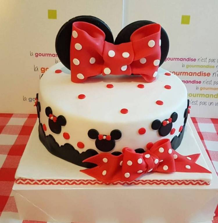Gateau Minnie à pois.
