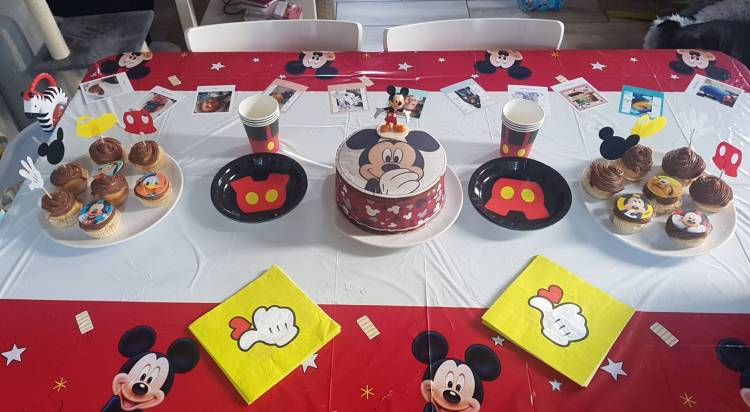 Table anniversaire Mickey